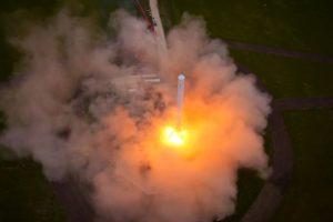 Con esa altura fue suficiente para hacer algunas tomas cerca del cohete cuando se encontraba en el aire Foto:Video Captura. Imagen Por: