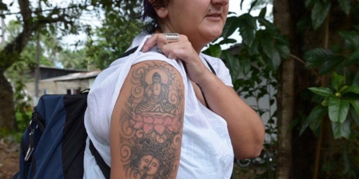 Fotos: Sri Lanka deportará a una turista británica por tener un tatuaje de Buda