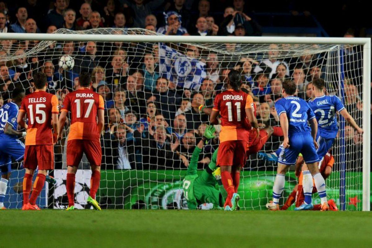 En octavos el Chelsea tuvo uan serie dura con el Galatasaray, que en sus filas contaba con el marfileño Didier Drogba, ídolo para la fanaticada Blue. En Estambul, las cosas terminaron 1-1. En Londres, el Chelsea se impuso 2-0 (foto) y firmó su pase a cuartos. Foto:Getty Images. Imagen Por: