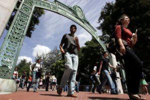 El campus con más latinos es Merced, donde hay 41% de latinos contra el 15% de blancos. Foto:Getty. Imagen Por: