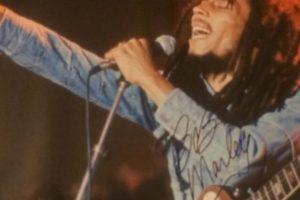 Firma del cantante jamaiquino Bob Marley. Foto:Instagram. Imagen Por: