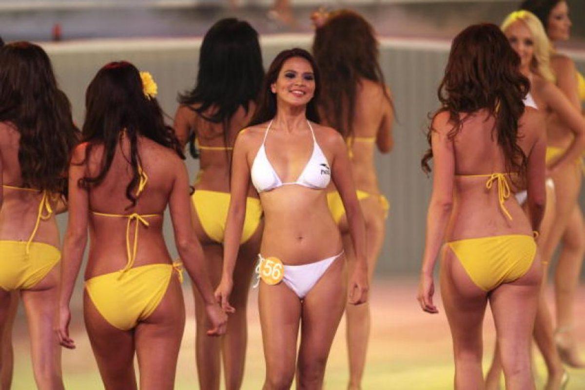 Nude fitness girls spread