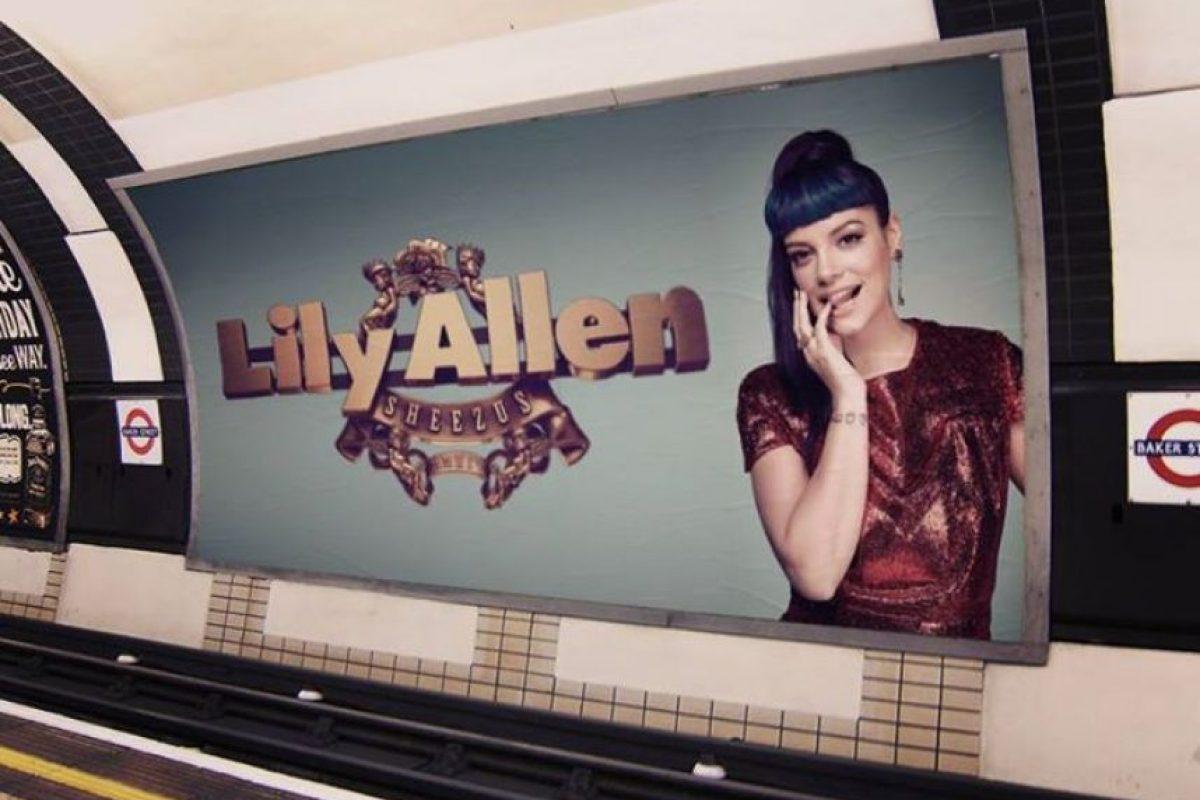 Promoción en el metro de Londres Foto:Facebook.com/lilyallen. Imagen Por: