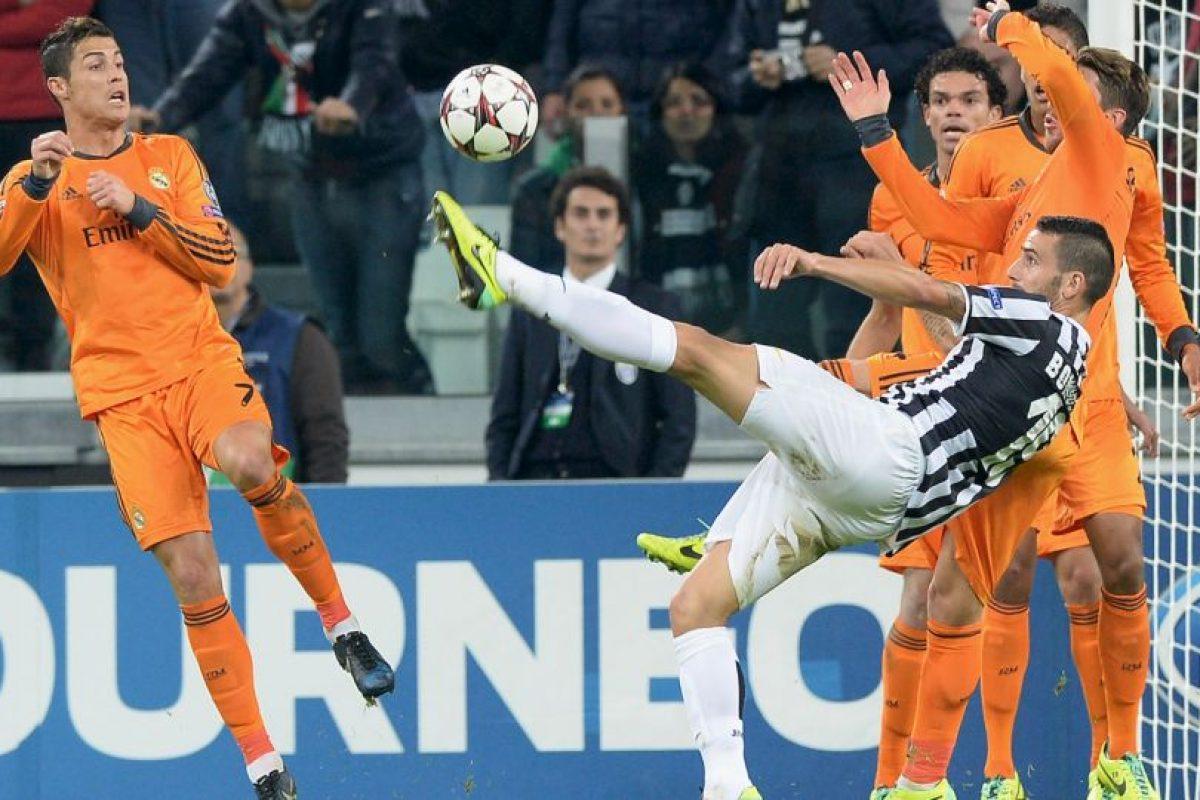 En el tercer y cuarto encuentro del grupo B, el Real Madrid se midió ante la Juventus de Italia. Los merengues se impusieron 2-1 en el Bernabéu (23 de octubre). En la vuelta, que se jugó en el Juventus Stadium el 5 de noviembre, el marcador terminó igualado 2-2 (foto). Foto:Getty Images. Imagen Por:
