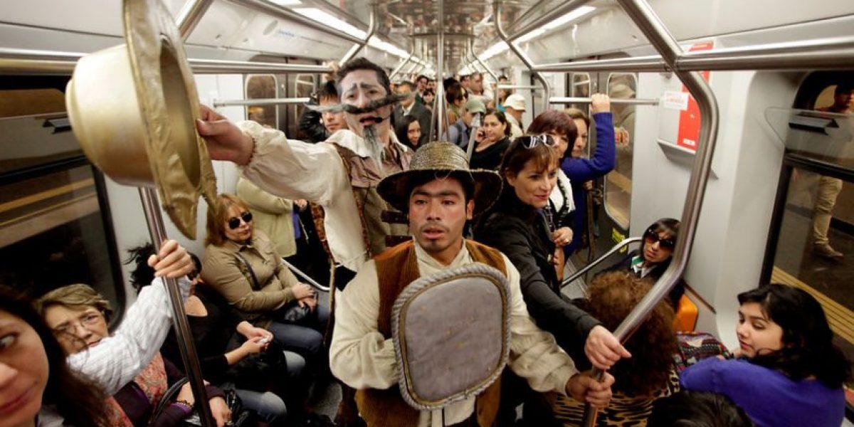 Día del libro: Don Quijote y su fiel escudero Sancho Panza se aparecieron en el Metro