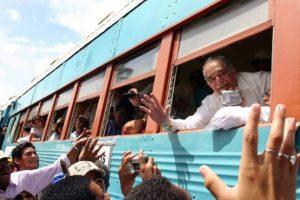 Donó el dinero de sus premios Rómulo Gallegos de novela y Premio Neustadt al Movimiento Socialista venezolano Foto:AFP. Imagen Por: