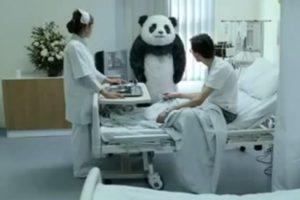 WTF: Un anuncio de yogur nos recordó que jamás debíamos decirle que no a un panda. Foto:Captura. Imagen Por: