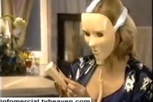 Un infomercial de EU prometía que la máscara de Michael Myers serviría para rejuvenecer la piel del rostro Foto:Captura. Imagen Por: