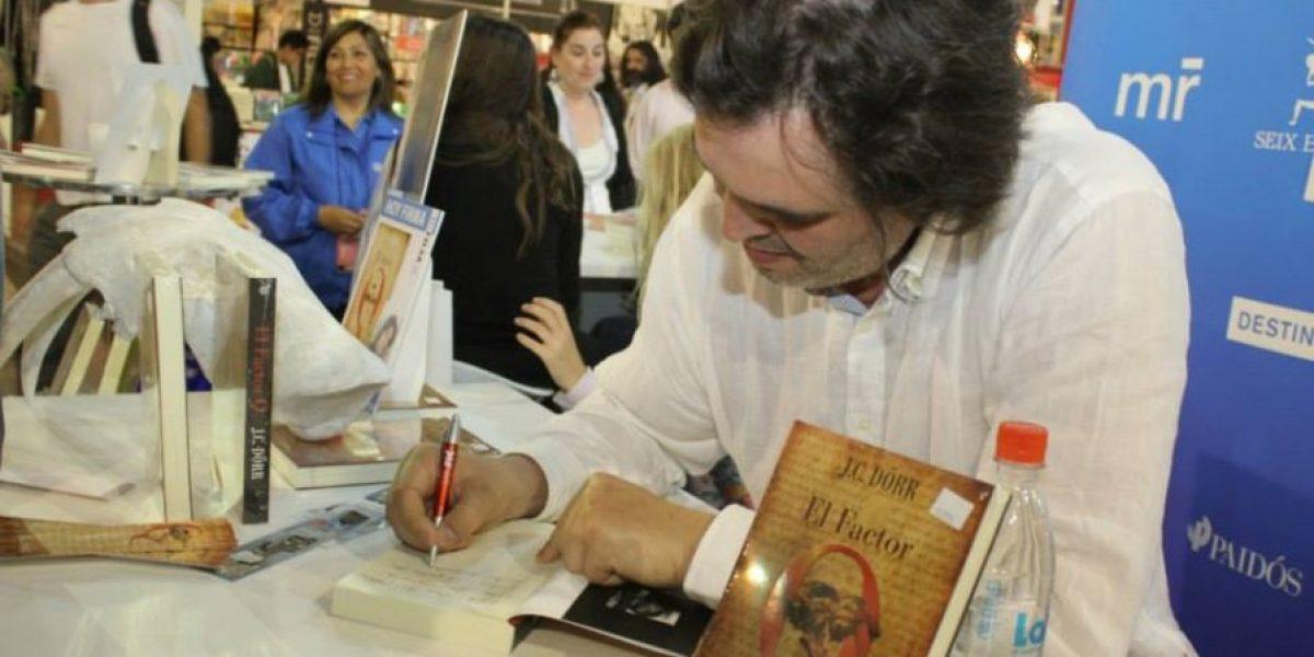 El escritor Juan Carlos Dörr y su libro