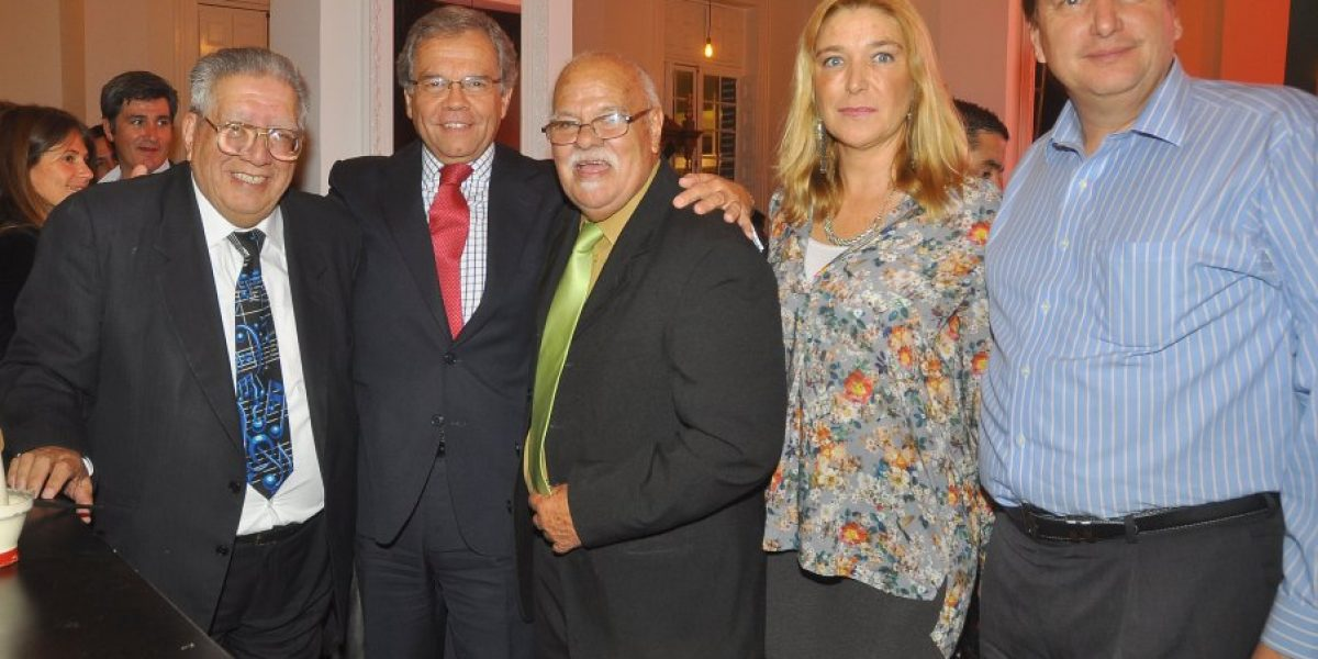 Con show de Javiera Parra y actores se da la bienvenida al Club de Jazz de Santiago al Mall Plaza Egaña