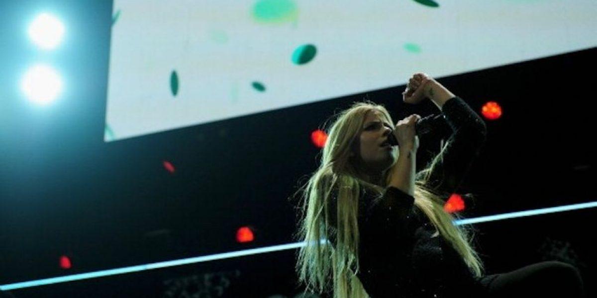 Tachan de racista a Avril Lavigne por su último video