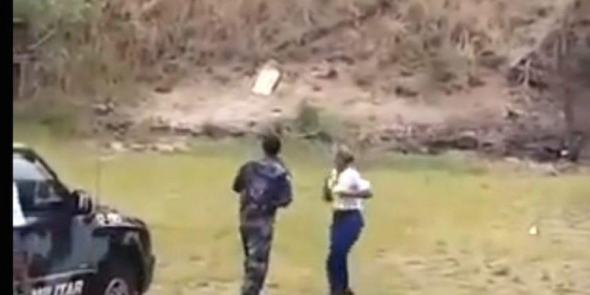 ¡Qué susto! Esta mujer lanza una granada en el sentido equivocado