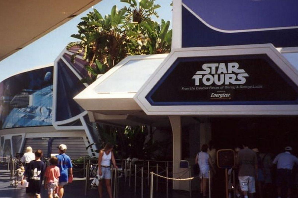 Todo el Universo Expandido, tal cual se ha presentado, no es canónico. Esto significa que George Lucas se reserva el derecho de contradecir con alguna película cualquier cosa dicha en estas novelas o cómics. Foto:Wikipedia. Imagen Por: