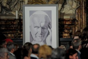 """1. """"No tengan miedo. Abran las puertas a Cristo"""". El 16 de octubre de 1978, día de su elección como Papa. Foto:Getty Images. Imagen Por:"""