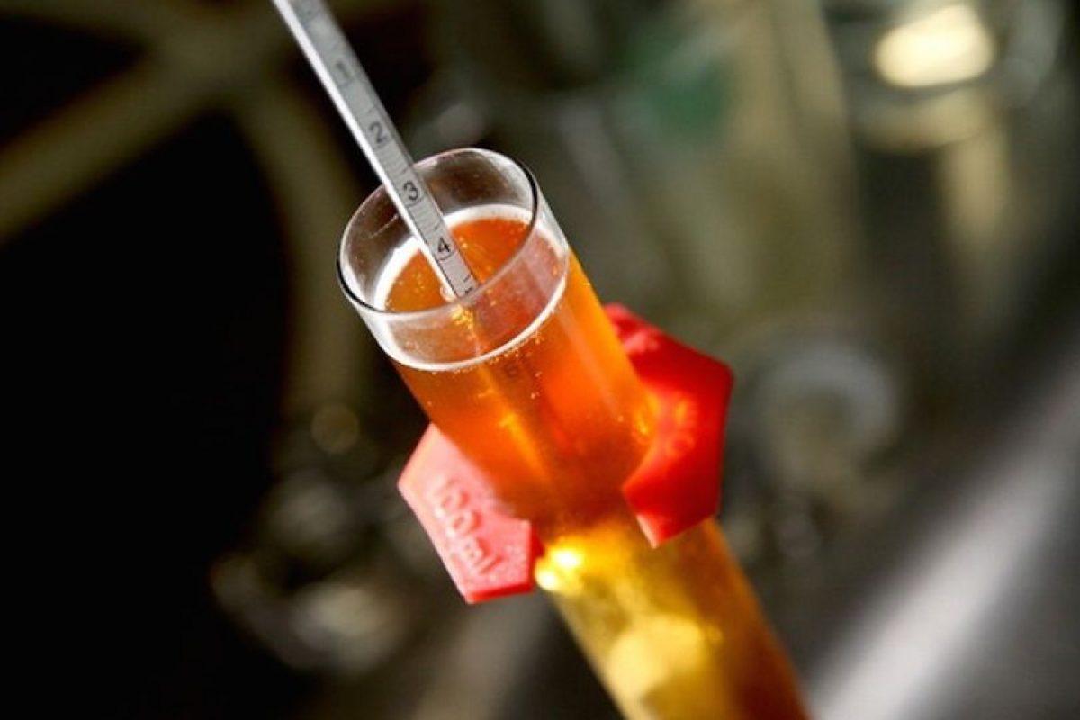Una cucharadita de levadura antes de cada botella. Foto:Getty Images. Imagen Por:
