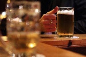 La mayoría de las reuniones sociales en Latinoamérica tiene un invitado que nunca falla: el alcohol. Foto:Getty Images. Imagen Por: