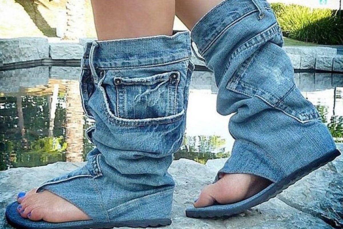 Los jeans se convierten en calzado… Foto:Pinterest. Imagen Por: