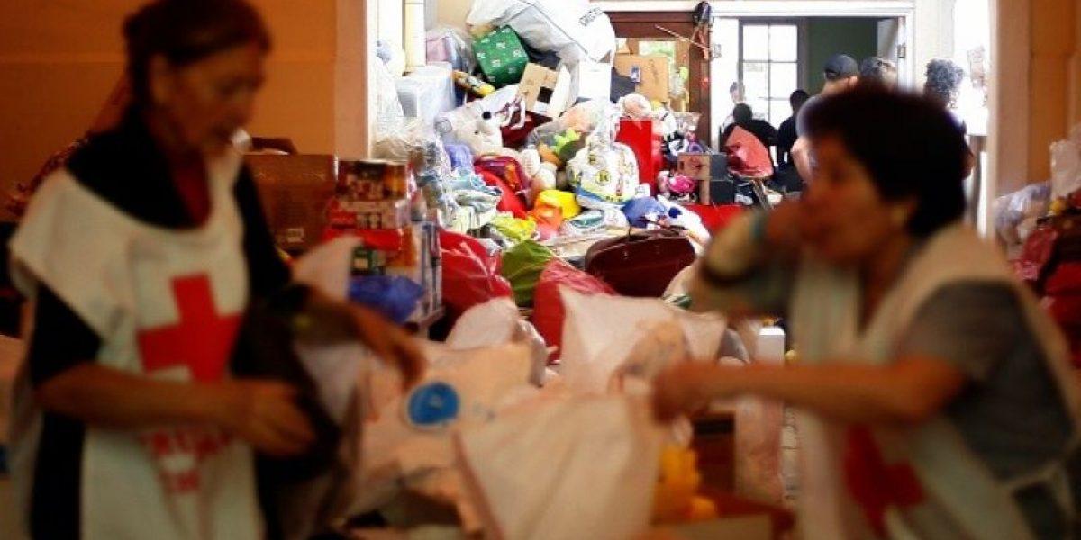 Galería: Toneladas de alimentos para los damnificados de Valparaíso fue enviada al vertedero