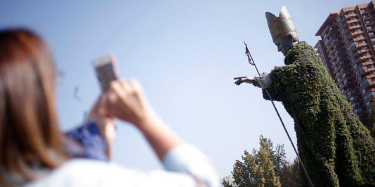 Galería: Instalan estatua de Juan Pablo II rechazada en 2009 por su gran tamaño