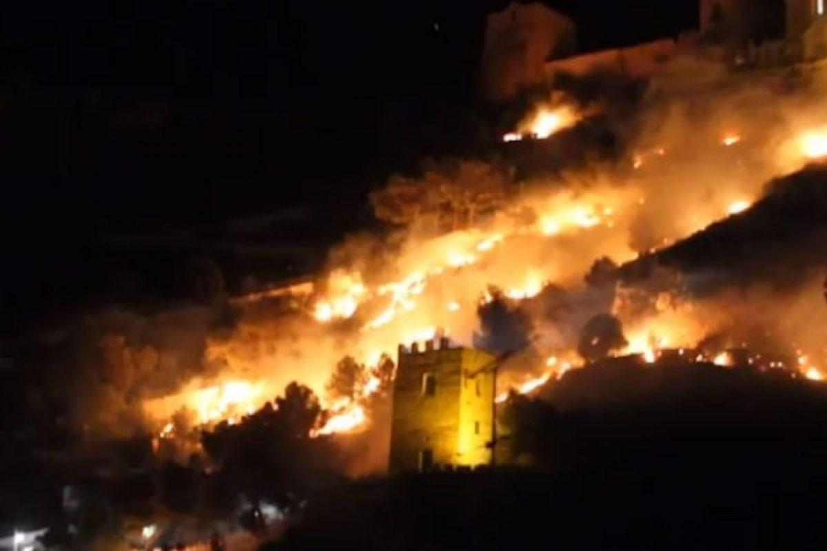 Los fuegos artificiales provocaron un incendio en la montaña de la comunidad de Cullera. Foto:Youtube. Imagen Por: