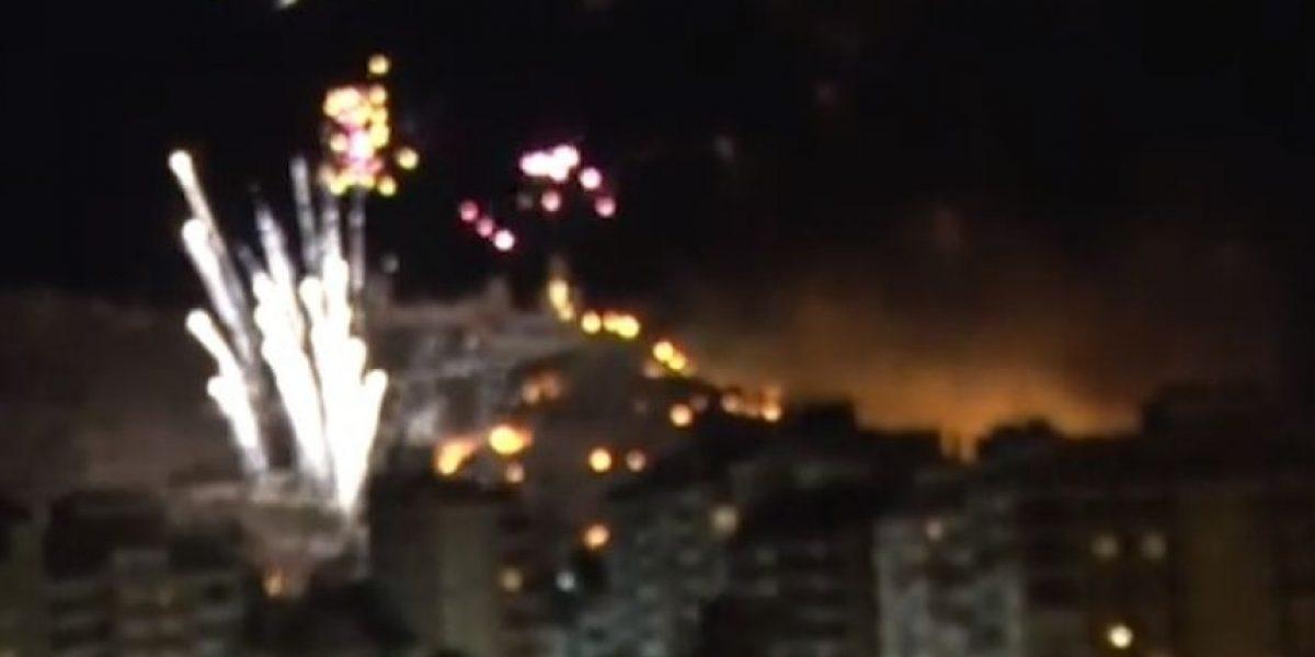 Videos: Incendian una montaña en España por celebrar con fuegos artificiales