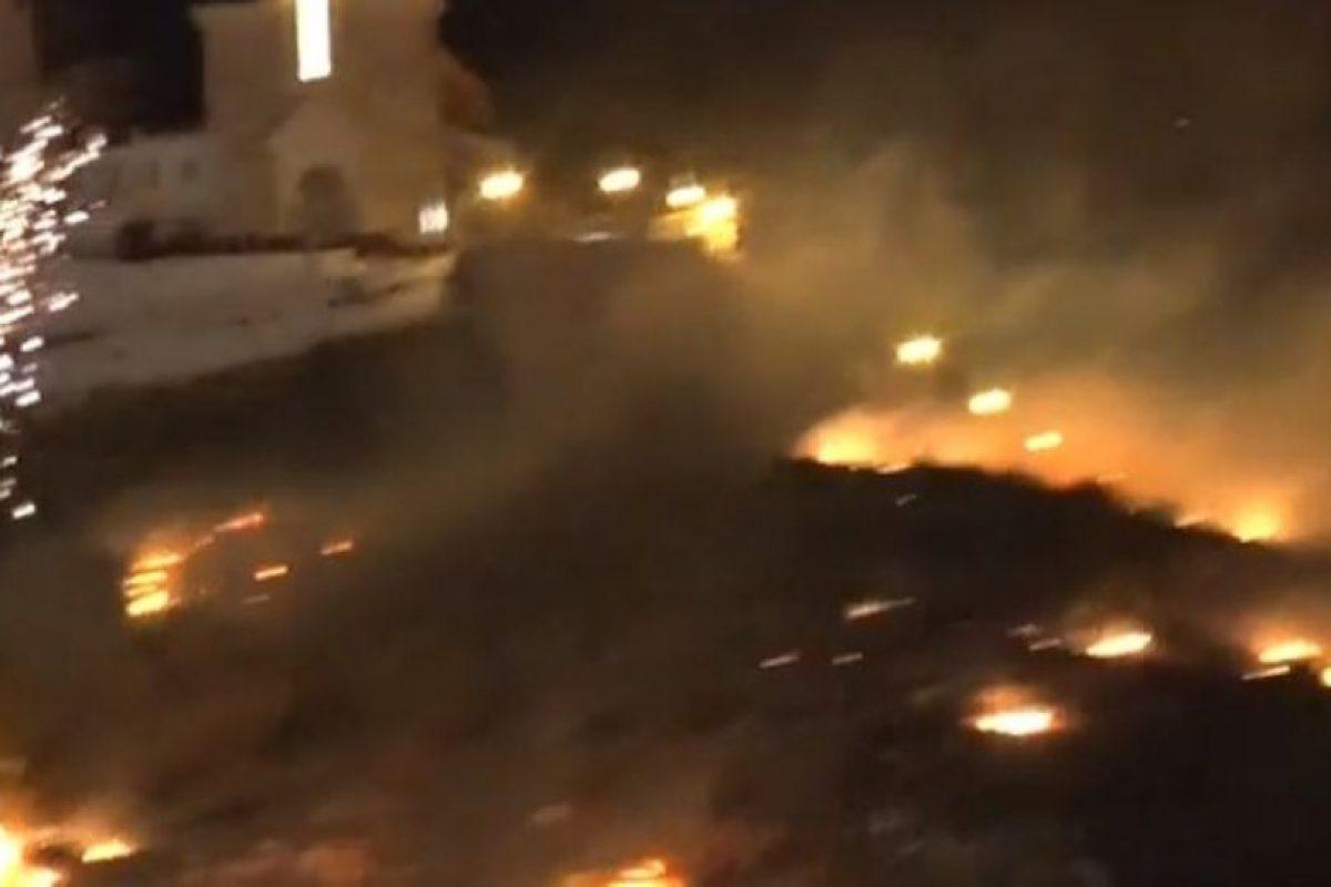 El incendio se extendió rápidamente. Foto:Youtube. Imagen Por: