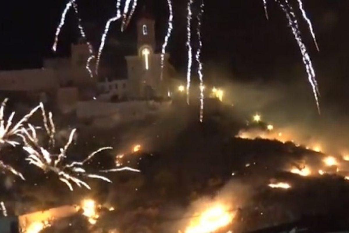 Las fiestas patronales continúan pese al incendio. Foto:Youtube. Imagen Por: