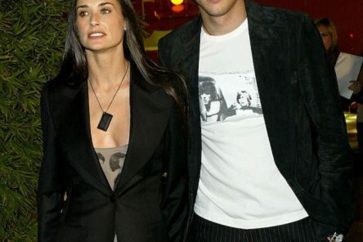 De acuerdo con rumores, Kutcher engañó a Moore un día antes del séptimo aniversario de su matrimonio. Pocos meses después, Demi Moore anunció su divorcio. Foto:Getty. Imagen Por: