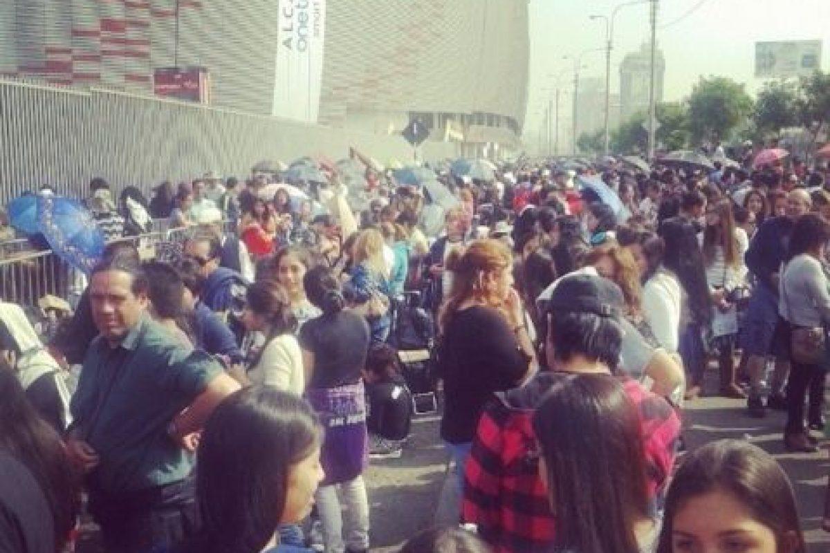 La gente haciendo fila para el concierto Foto:Instagram. Imagen Por: