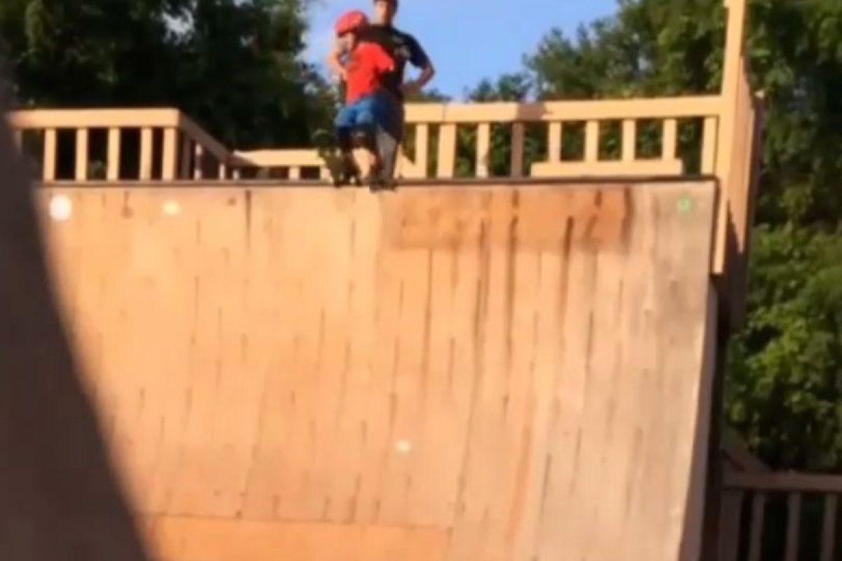 El niño de tan solo 6 años cayó desde lo alto de la rampa Foto:Instagram. Imagen Por: