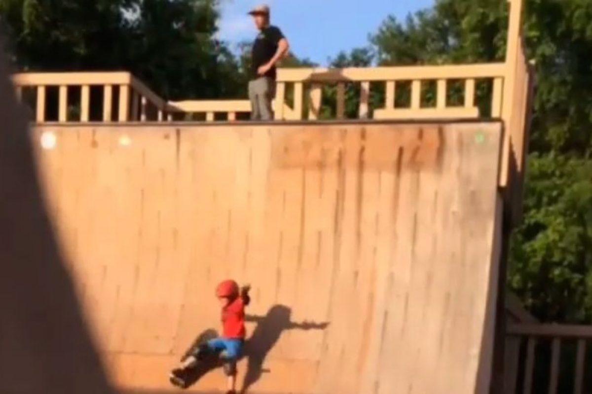 El encargado del parque dice que es habitual ver al padre acompañando a su hijo, mientras este practica sus trucos. Foto:Instagram. Imagen Por: