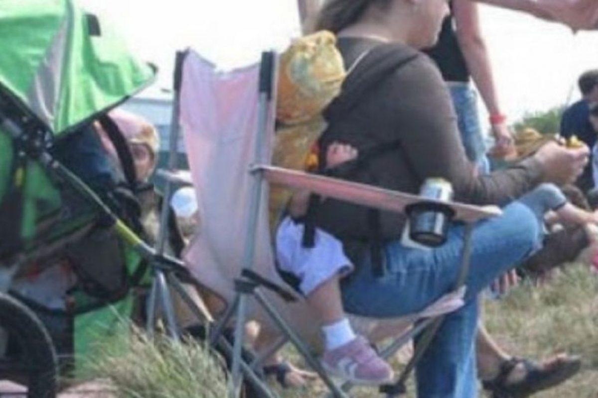 Esta mujer prefiere su comodidad que la de su bebé Foto:Internet. Imagen Por: