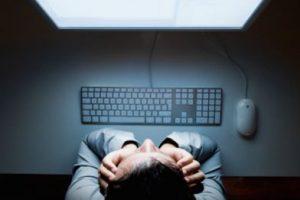 Dormir más tiempo: La falta de sueño afecta a la visión, ya que al dormir menos tiempo, los ojos se irritan y se inflaman. Cuando dormimos, los ojos recuperan su salud. Foto:Getty. Imagen Por: