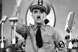 El cineasta británico es reconocido por la crítica que realizó contra Adolfo Hitler a través de su película 'El gran dictador'. Foto:Wikipedia Commons. Imagen Por:
