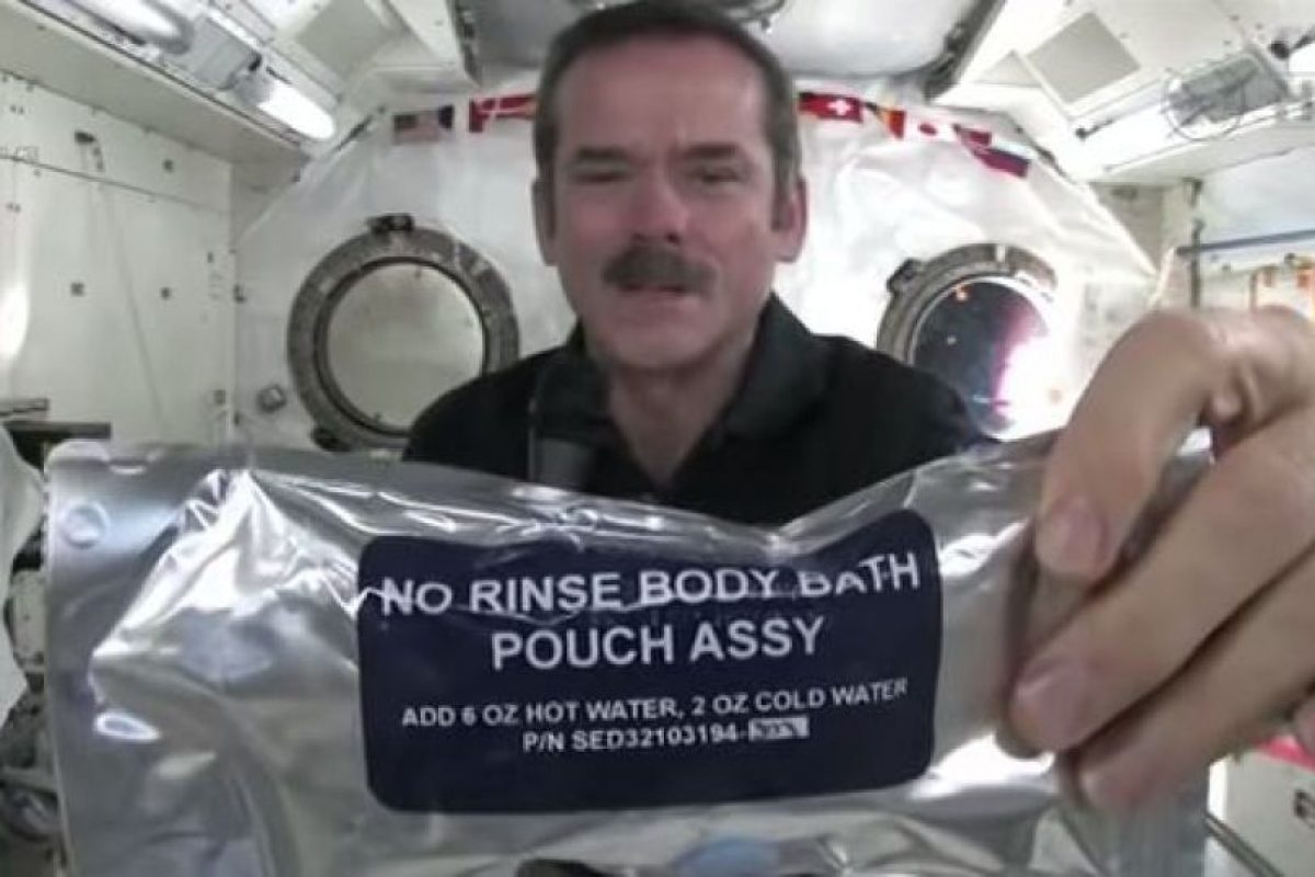 El astronauta Chris Hadfield Foto:Youtube. Imagen Por: