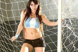 Además de su belleza impresiona por su capacidad para dominar el balón con tacones Foto:Twitter. Imagen Por: