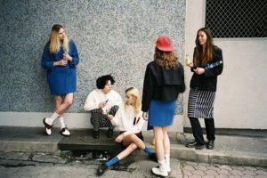 1. El Normcore se caracteriza por el uso de prendas holgadas, que no tienen algún otro propósito mas que el vestir cómodamente. Foto:Tumblr. Imagen Por: