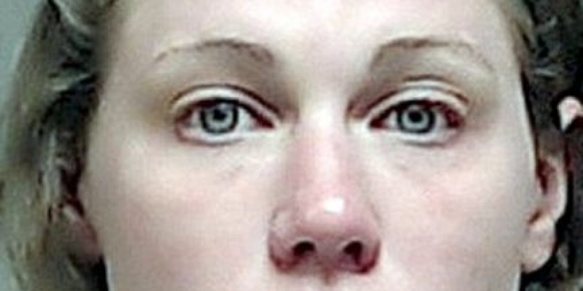 Fotos: Maestra obliga a alumno a recibir sexo oral