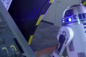 """Con ayuda de R2D2, tendrán que enfrentar los obstáculos que pondrá sobre ellos el """"Imperio Galáctico"""" Foto:Youtube. Imagen Por:"""