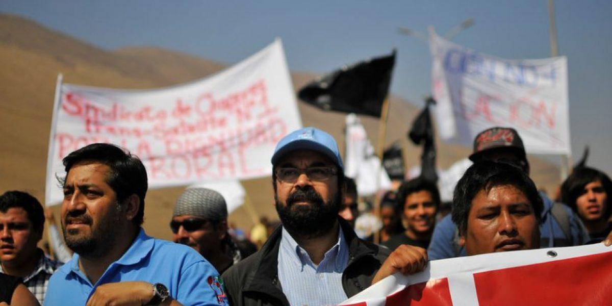 Diputado Gutiérrez (PC) participó en marcha por la escasa ayuda en Iquique tras terremoto