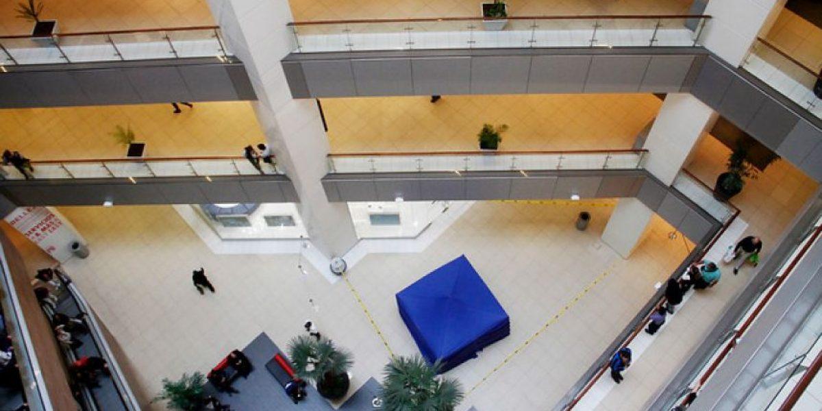 Muere mujer que cayó del cuarto nivel en Mall Costanera Center: Investigan si fue suicidio