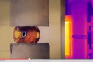 Incluso una llanta de patineta es transformada en gelatina Foto:YouTube Captura. Imagen Por: