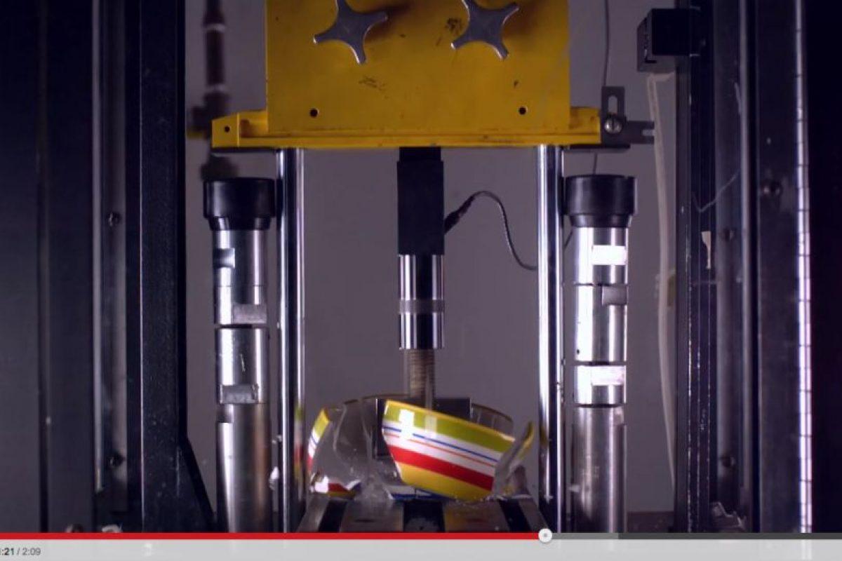 Son aplastados con una fuerza de presión de 100 mil libras, equivalente a poco más de 45 mil kilogramos Foto:YouTube Captura. Imagen Por:
