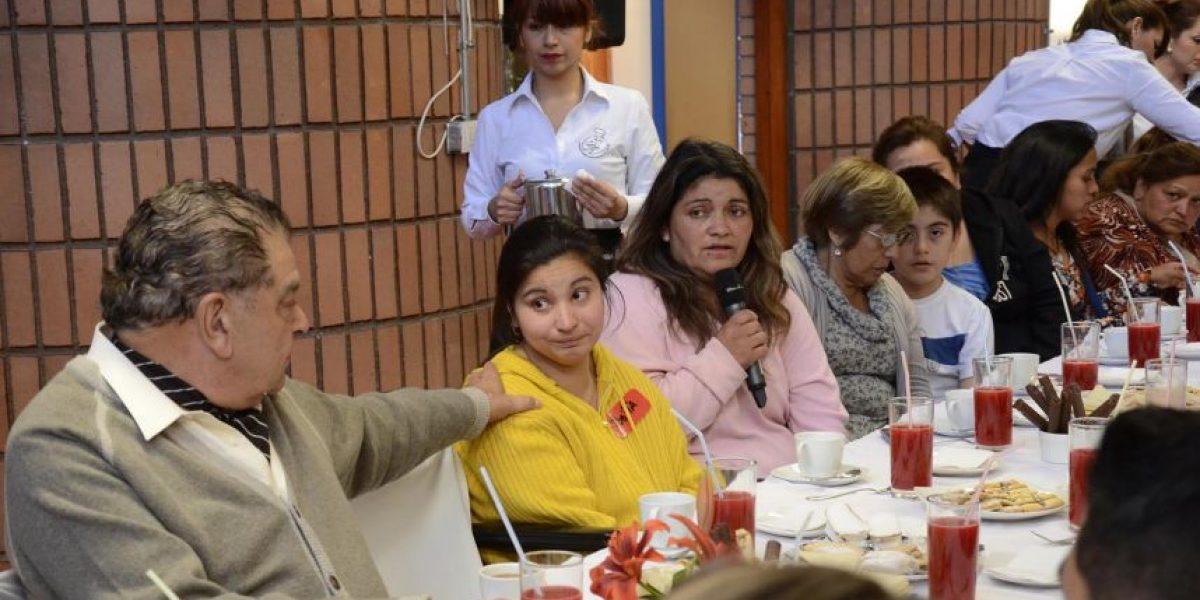 Don Francisco se reúne con familias de la Teletón damnificadas por el incendio de Valparaíso