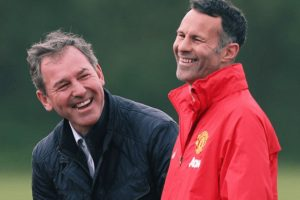 Al lado de Ryan Giggs, el técnico interino del Manchester United Foto:Getty Images. Imagen Por: