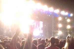 Cuando las luces en un concierto se apagan, para dar inicio al show. Foto: Getty. Imagen Por: