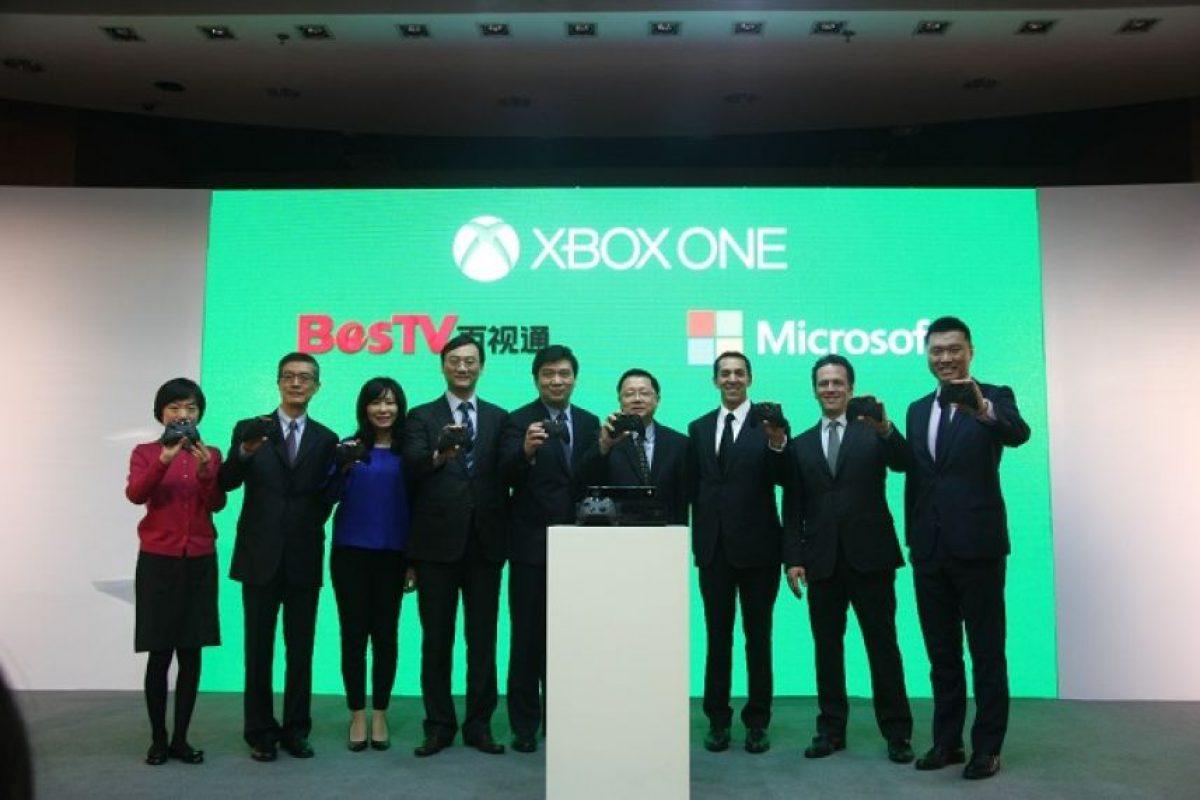 La firma del acuerdo entre Microsoft y BestTV Foto:Microsoft. Imagen Por: