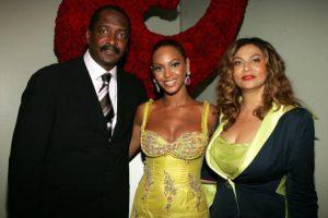 Beyonce con su padre y mánager Matthew Knowles y su madre Tina Knowles Foto:Getty Images. Imagen Por: