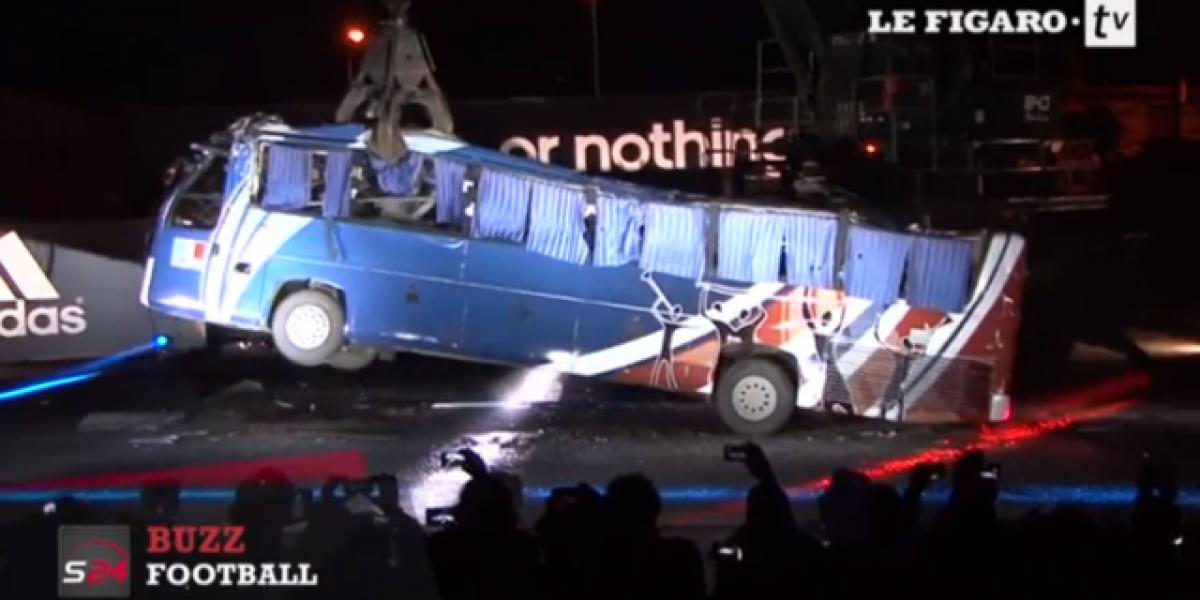 Destruyen autobús de selección de Francia por dar mala suerte