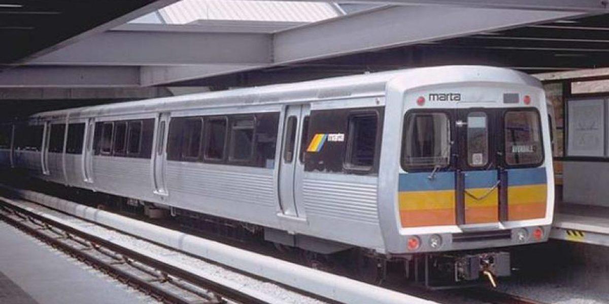 Video: Atacan a transexual en el metro y la gente aplaude